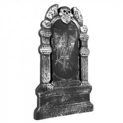 Gravsten med kranium, vingar och text: RIP