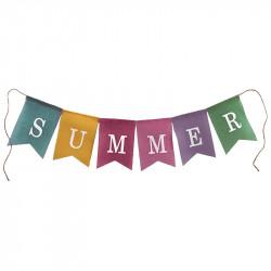 Flagguirlande med teksten: SUMMER