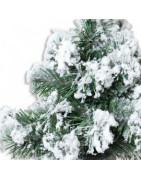 Kunstige juletræer med sne